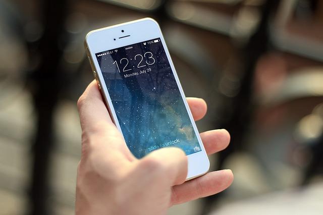 buka handphone
