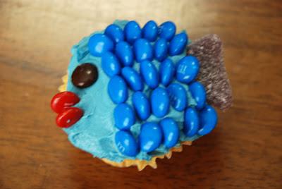 Blue fish Dr. Seuss cupcake