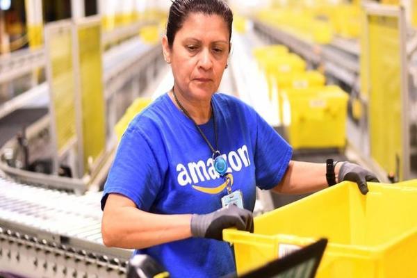 أمازون تستعد لتوظيف 100.000 عامل لمواكبة الطلب المتزايد بسبب أزمة كورونا