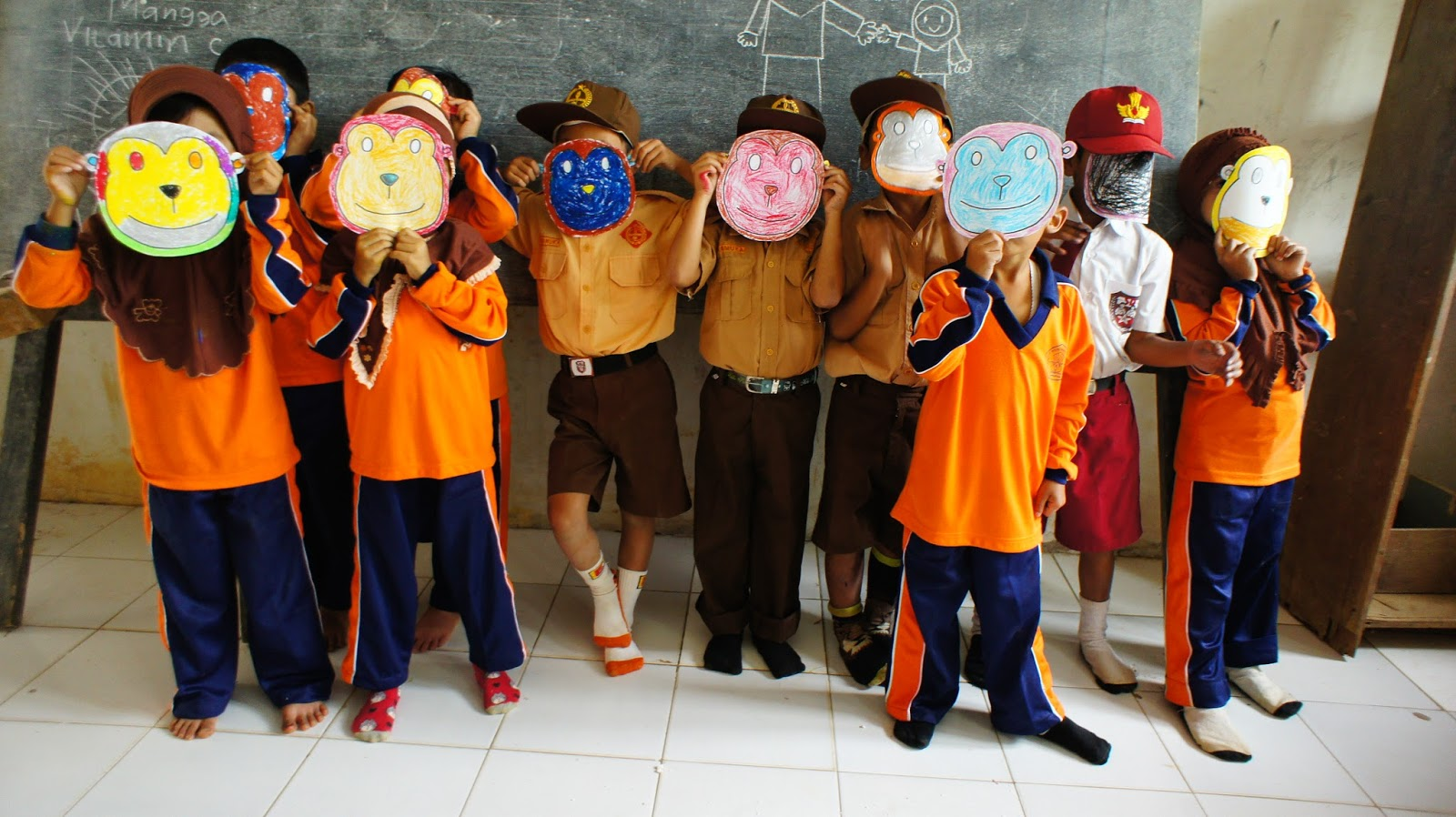 ekspresi anak-anak Lebak Banten di project perpustakaan Book for Mountain
