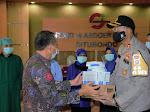 Kapolres Situbondo Berikan Bantuan, Kepada Petugas Penanganan Covid-19