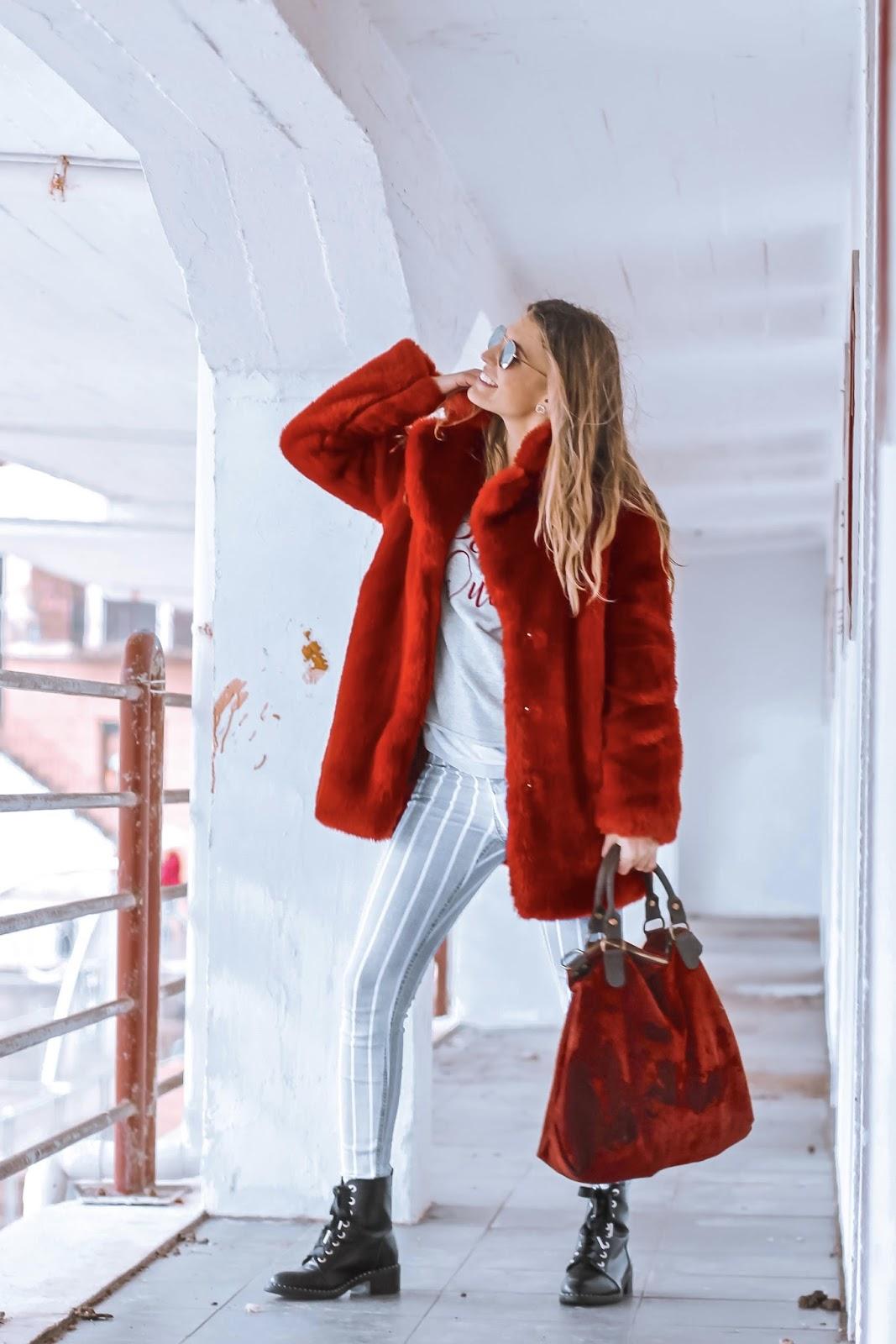 abrigo de pelo rojo