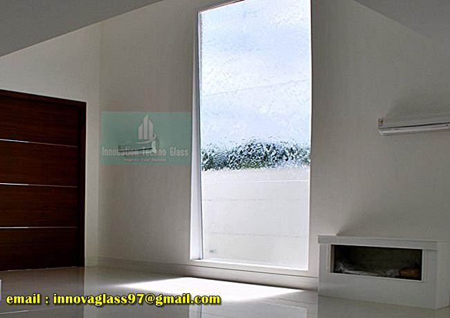 Air Terjun Kaca Pada Dinding Rumah