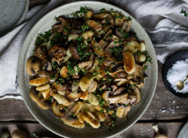 Crispy roasted Gnocchi with Garlic Mushrooms #easy #vegan