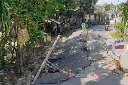 Sungai marmoyo erosi,jalan antar kecamatan di Mojokerto ambles