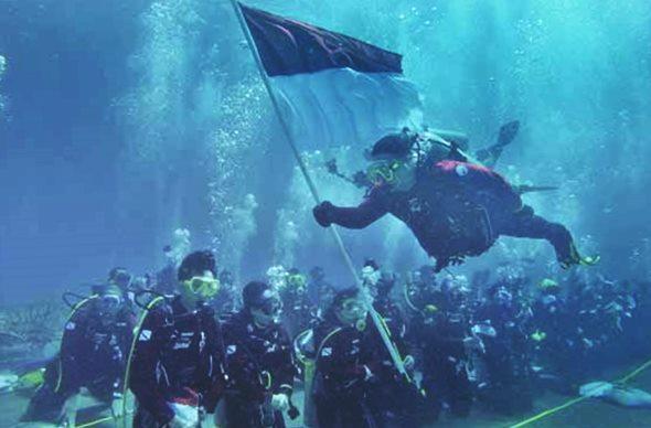 Pemecahan rekor dunia penyelaman massal di Indonesia