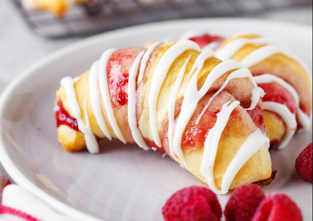 Raspberry Crescent Rolls #easy #dessert