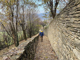 Descending the Via Pasqualina Ripa.