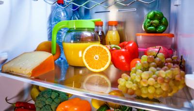 Σε τι βοηθάει ένα κομμένο πορτοκάλι μέσα στο ψυγείο;