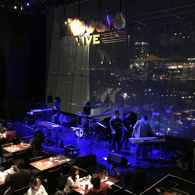 ビルボードライブ TOKYOでのボビー・コールドウェルのライブ終了後の写真です。