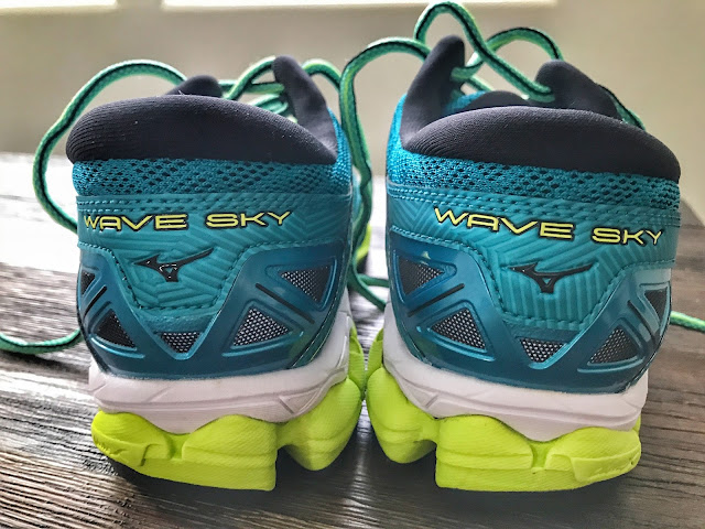 Women's Mizuno Wave Sky shoes heel shot