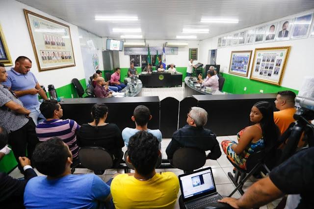Vereadores afastam prefeito de Uruburetama, denunciado por abusar de mulheres e gravar os crimes