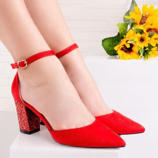 Sandale rosii cu tocul acoperit cu glitter