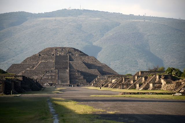 Tunnel, chamber discovered beneath Mexico's Pyramid of the Moon