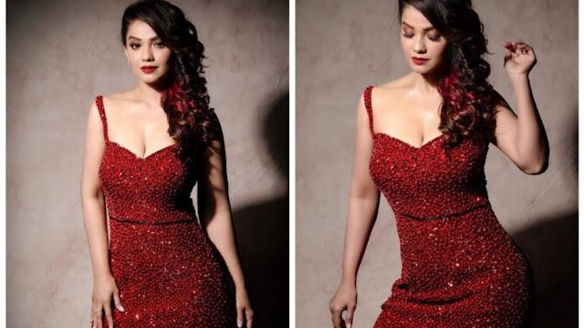red-hot-diva-adaa-khan-looks-sexy
