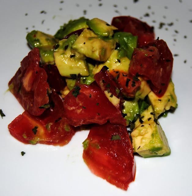 Ensalada de Tomate y Aguacate. Receta