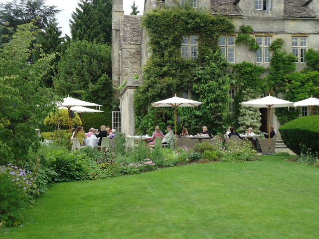 lunch and afternoon tea on the terrace at Barnsley House, via the facebook page, as seen on linenandlavender.net, http://www.linenandlavender.net/2013/05/the-english-garden.html