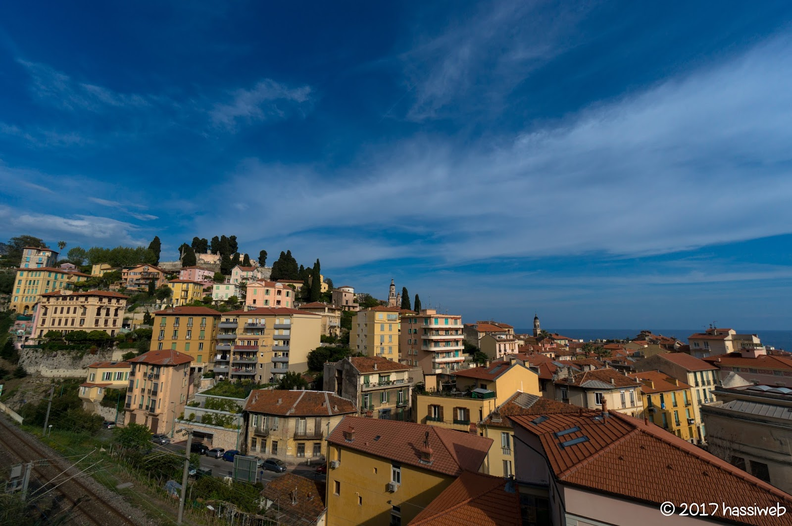 マントン旧市街の眺め (A view of Vielle Ville in Menton)