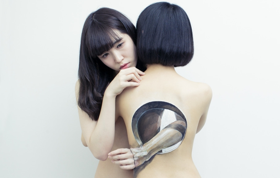 06-Intimate-Hikaru-Cho-チョーヒカル-Body-Painting-Her-way-Through-University-www-designstack-co