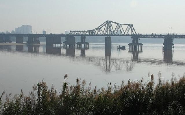 Long Bien bridge.