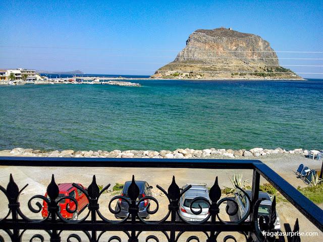 Vista da varanda da Petrino Guesthouse, Monemvasia, Grécia