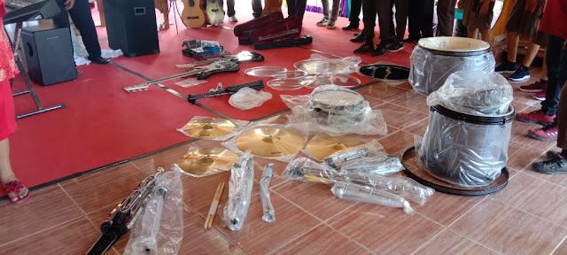 Bantuan Alat Musik Berupa Satu Set Band