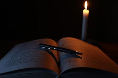 Poemas góticos y espirituales con tópicos de la oscuridad