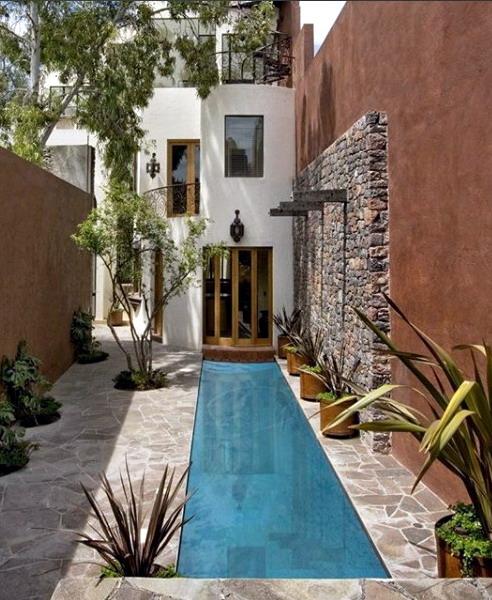 rumah minimalis dan kolam renang exterior