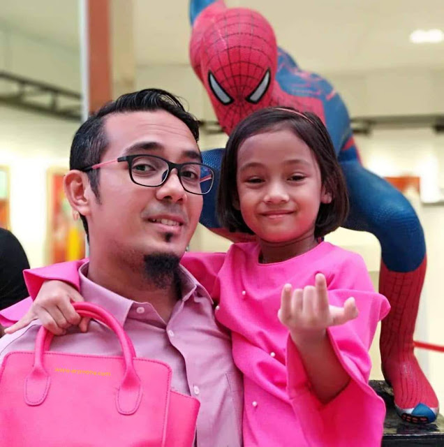 spiderman, cik puteri, anak blogger malaysia, blogger nombor 1 malaysia, selfie dengan spiderman,