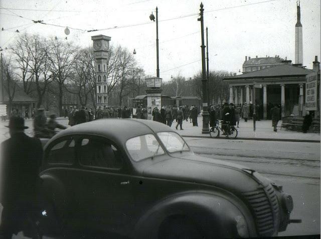 """1942 год. Рига. На перекрестке Fon der Golca gatve и Ādolfa Hitlera aleja. Часы """"Laima"""""""