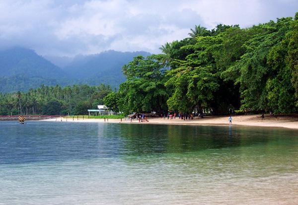 15 Tempat Wisata Terkenal yang ada di Maluku Utara -Pantai Kupa-Kupa