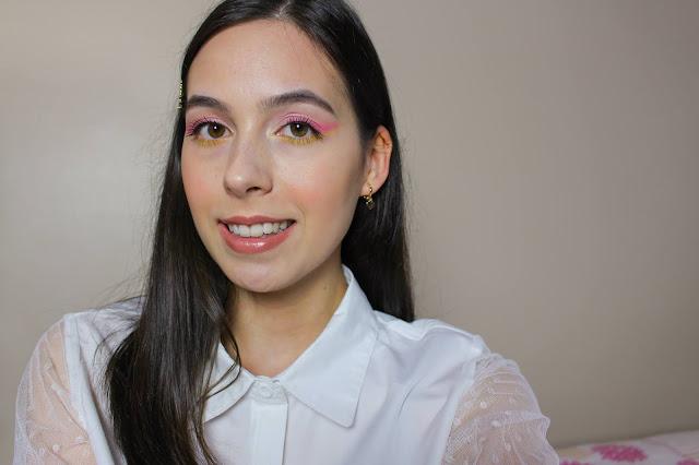 Maquiagem colorida com delineado esfumado rosa e amarelo!