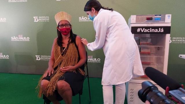 Primeira indígena do Brasil a se vacinar contra a Covid-19