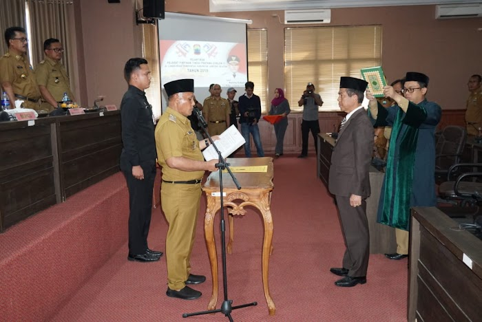 Plt Bupati Nanang Ermanto,Melantik Burhanuddin Menjadi Kepala BPPRD Lamsel.