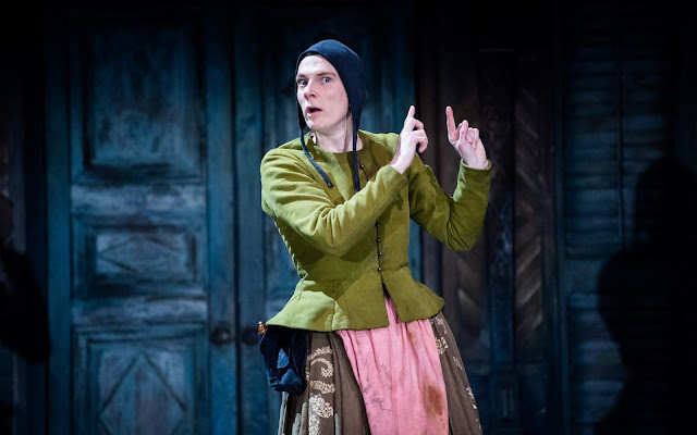 La actriz sorda Charlotte Arrowsmith representando la obra teatral La Fierecilla Domada