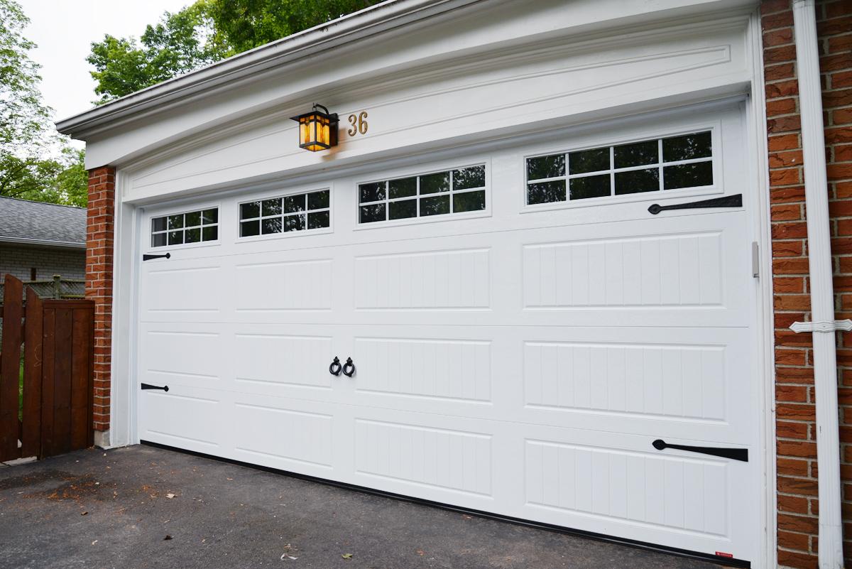 Garaga North Hatley LP carriage style garage door
