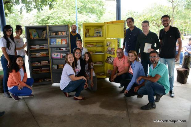 Geladeiras são transformadas em bibliotecas móveis em projeto de incentivo à leitura, em Santa Cruz