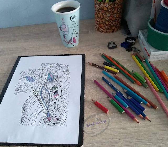Kolorowanki dla dzieci i dorosłych - jak wykorzystać w projektach DIY