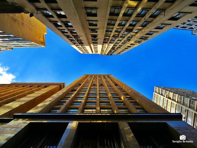 Perspectiva inferior das fachadas dos edifícios Nossa Caixa SP e Azevedo Villares - Centro - São Paulo