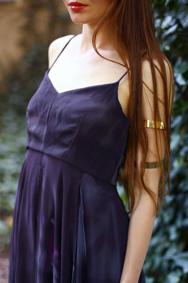 złote bransoletki na ramię stylizacja inspiracje