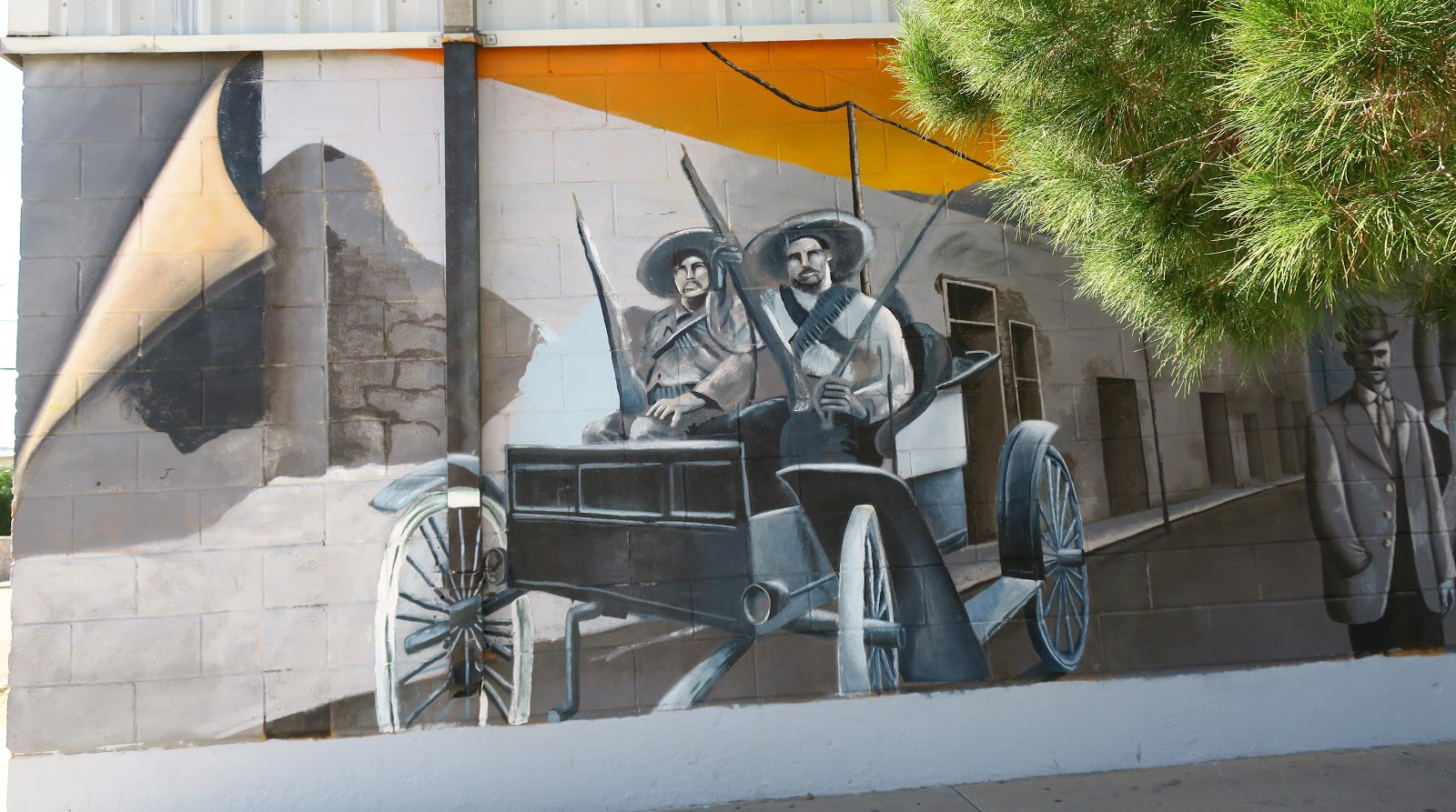 Living rootless el paso segundo barrio the murals for The family room el segundo