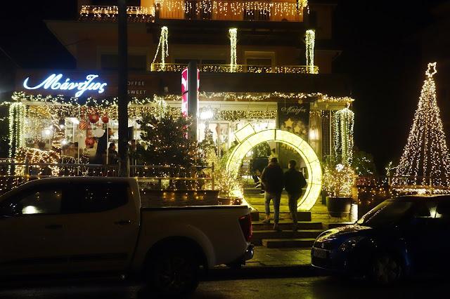 """Γιάννενα: """"Μύρισε"""" Χριστούγεννα ..Εντυπωσιακός Στολισμός Μαγαζιού !"""