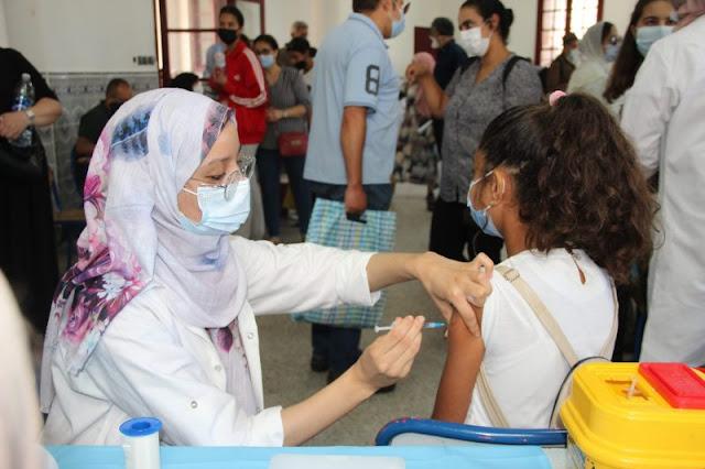 Deux experts marocains réagissent à l'avis du comité britannique sur la vaccination des 12-15 ans