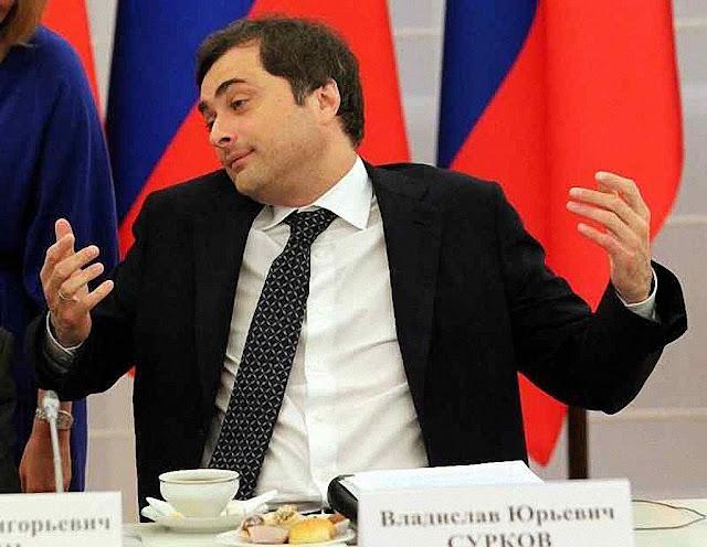 'Slava' é o mago de todos os conchavos políticos na Duma a serviço de seu patrão, rotando nos cargos na fidelidade ao omniarca