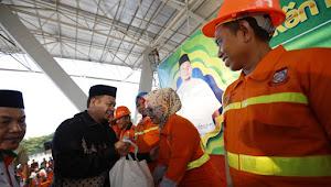 Pj Walikota Iqbal Menangis di Hadapan Ratusan Satgas Kebersihan