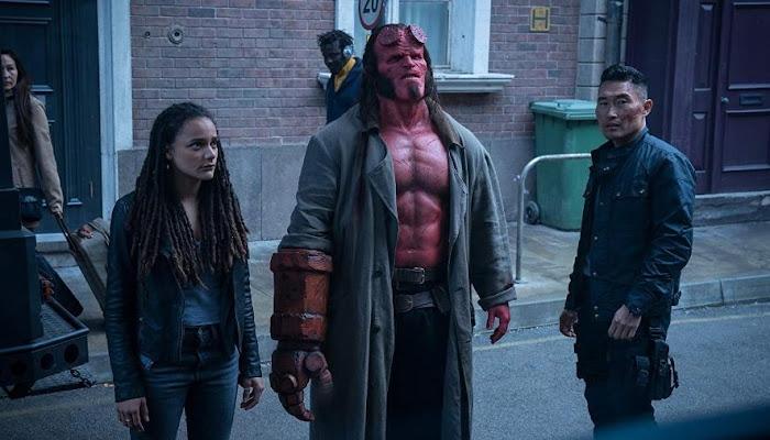 """Até fãs vão desejar que novo """"Hellboy"""" não tivesse saído do inferno, diz crítica."""