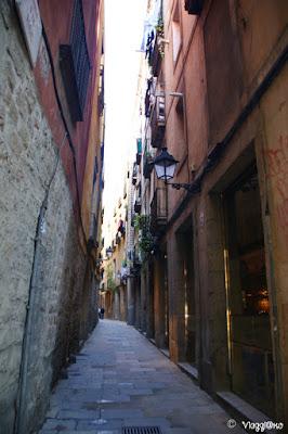 Uno dei vicoli medievali del quartiere della Ribera