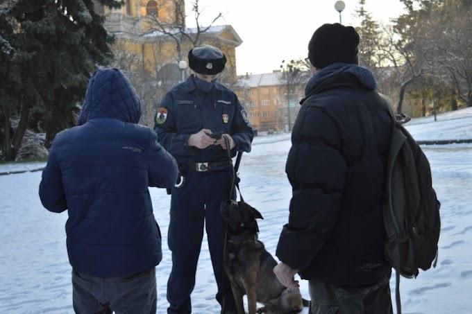 Körözött személyt fogtak a belvárosban az egri kutyás rendőrök