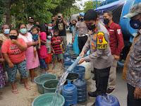 Terdampak Kekeringan, Polresta Mojokerto Salurkan Air Bersih di Pedesaan