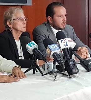 A tres años del fallecimiento de Claudio Caamaño Grullón, la familia del exguerrillero y combatiente constitucionalista se mostró ayer optimista de que la justicia dominicana tendrá un veredicto ejemplarizador, en la demanda que tienen por reparación de daños y perjuicios contra el Centro Médico Regional Aguasvivas, Cedimat, Centro Médico de la UCE y la Clínica Abreu.